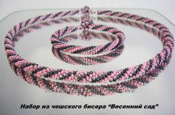 Набор из чешского бисера  Весенний сад, колье и браслет.