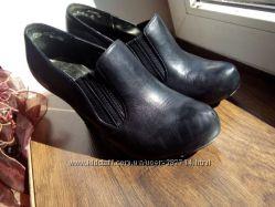 кожаные туфли и ботильоны