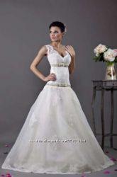 свадебное платье. Весільна сукня Tulipia оздоблена кружевом