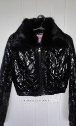 Модная курточка с меховых воротником