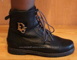 Женские ботинки на полную ногу.