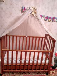 Детская кроватка укомплектована