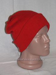 Красная двойная шапка