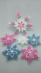 Снежинки и елочки зимние заколочки, обручи и резинки в наличии