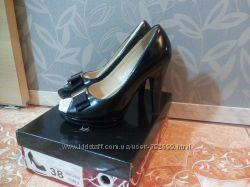 Продам лакированные туфельки 38 размера