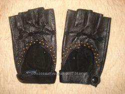 Очень красивые кожаные перчатки.