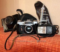 Фотоаппарат ZENIT-E  фотовспышка  штатив  2 тросика