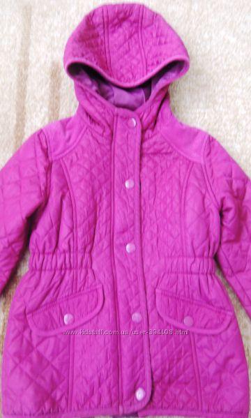 Продам красивую стеганную курточку  рост 122