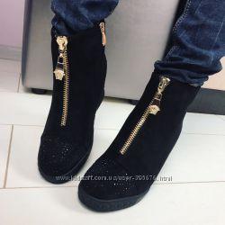 ботинки сникерсы камни