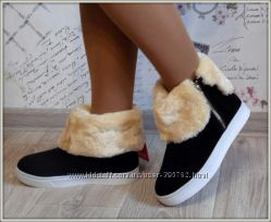Стильные зимние ботиночки на белой подошве