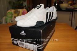 Кроссовки  adidas женские р. 37
