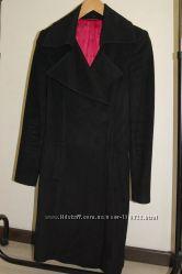 Приталенное черное пальто