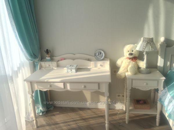 Красивый письменный стол
