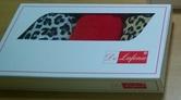 Трусы для женщин в подарочной упаковке разных цветов.