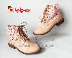Персиковые ботиночки вставки вязка 36 37 и 41 рр