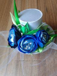 Шляпка декоративная с букетиком синих цветов