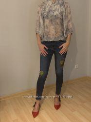 Джинсы Zara с вышивкой