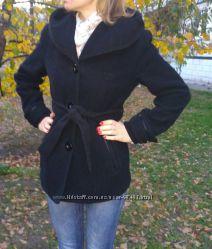 Пальто с капюшоном 42р.