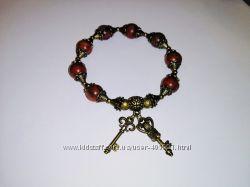 Винтажный браслет из красной яшмы с подвесками ключиками