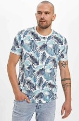 Белая мужская футболка Defacto / Дефакто с сине-голубым лиственным принтом