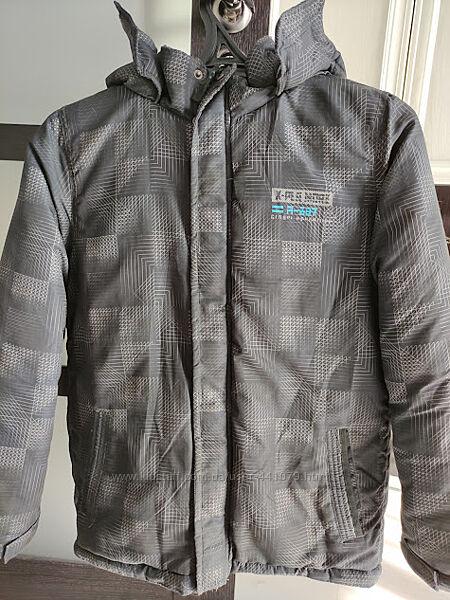 Продам зимнюю куртку на подростка 164 размер в отличном состоянии
