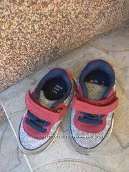Красивые кроссовки Primark