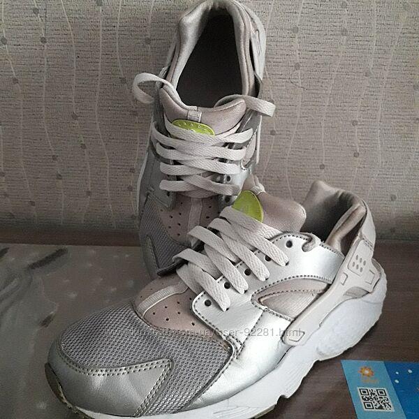Серебристые кроссовки Nike Huarache 37р.
