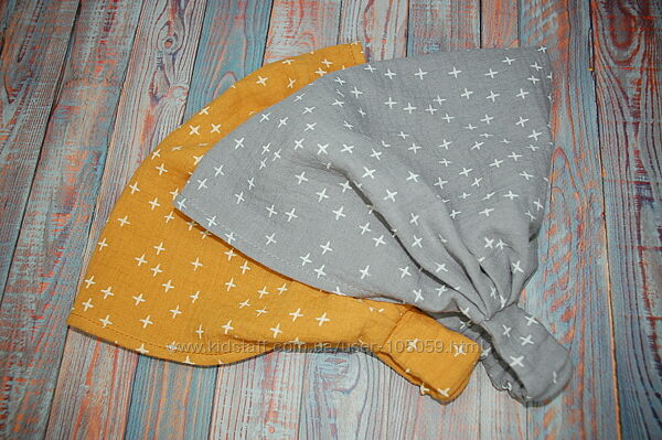 Муслиновые косинки банданы серые и горчичные в плюсики.