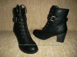 Стильные ботинки на невысоком каблуке кожаная стелька