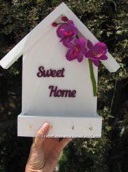 Ключница настенная деревянная с декором из цветов