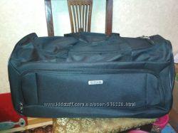Больная сумка на колесах  American Tourister.