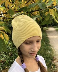 жёлтая, чёрная, розовая, серая шапка на флисе для девочки