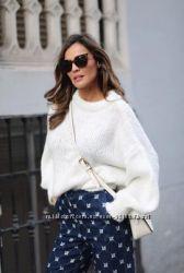 Белый  новый  свитер  оверсайз итальянский с объемными рукавами Италия