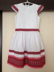Вишиваночка біла з червоною вишивкою