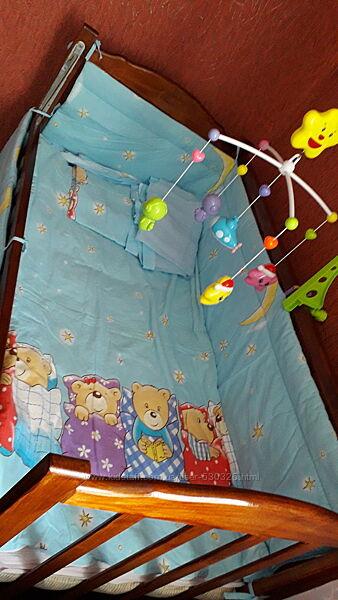 Продам комплект в дитячу кроватку з бампером і балдахіном