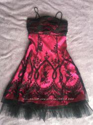 Яскраве нарядне плаття