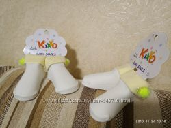 Красивые носочки с яркими бумбонами