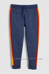 Спортивные брюки с полосками по бокам