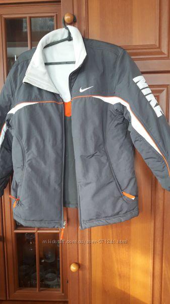 Продам курточка Nike