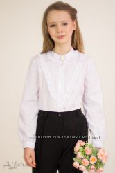 Блуза ALBERO с треугольной кокеткой и брошью