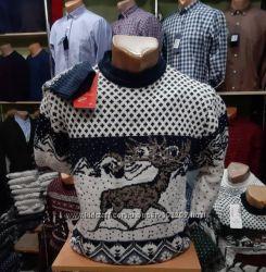 Теплый мужской свитер с орнаментом
