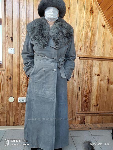 Эффектное шикарное кожанное пальтонубук, огромный воротник с песцадикий
