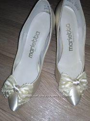 Продам Свадебные атласные туфли цвета айвори