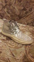 Серебристые ботинки кеды р. 36 кожв