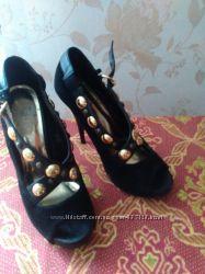 Шикарні замшеві туфлі