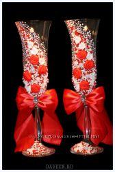 Свадебные бокалы с росписью, лепкой, лентами и другими украшениями