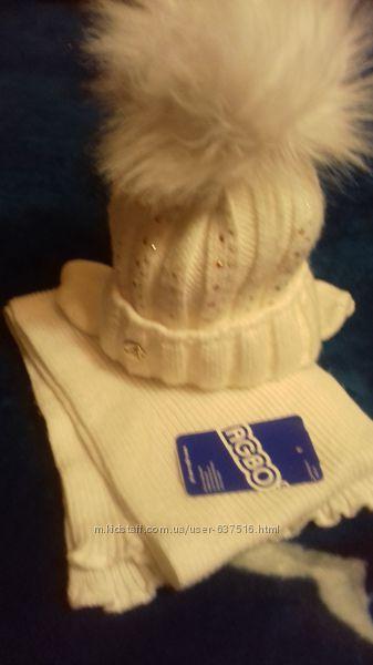Белая зимняя шапка с шикарным помпоном  и шарф Польша на 3-6 л