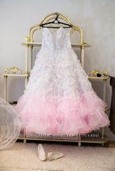 Свадебное платье с розовинкой, фата, подъюбник