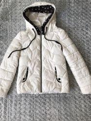 Белая демисезонная курточка