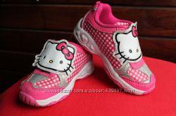 Кроссовки для малышки с  Китти